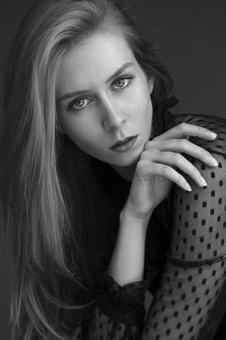 LAURA C image-11