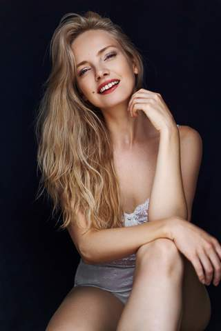 LAURE M image-4